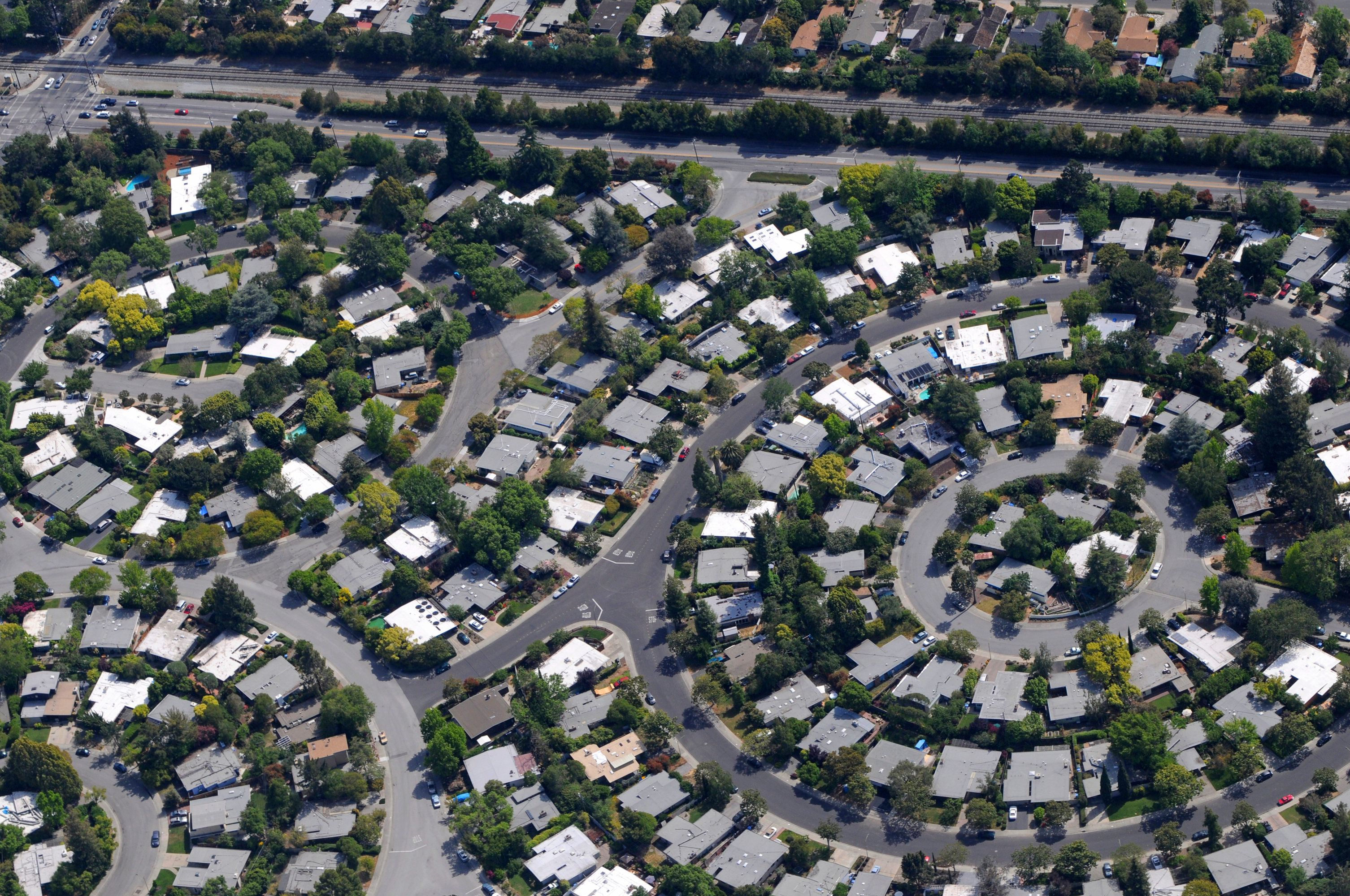 Neighborhood laid out in a circular pattern. Palo Alto, California, USA.
