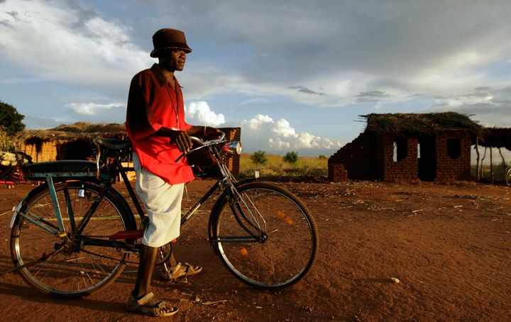 The Mchinji road in Malawi. Many residents use bicycles to getaround.
