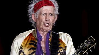 """British veteran rocker The Rolling Stones' Keith Richards performs during a concert on their """"Latin America Ole Tour"""" in Rio de Janeiro, Brazil, February 20, 2016. REUTERS/Sergio Moraes"""