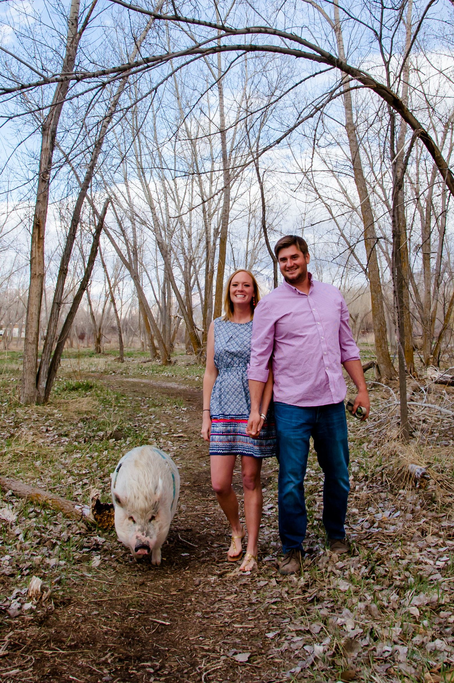 Kristin Hartness and Jay Yontz featured theirpet pig in their engagementphotos.