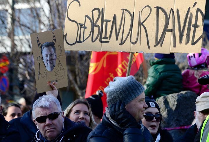 Thousands of Icelanders are demandingPrime Minister Sigmundur Gunnlaugsson's immediate resignation after damning revela