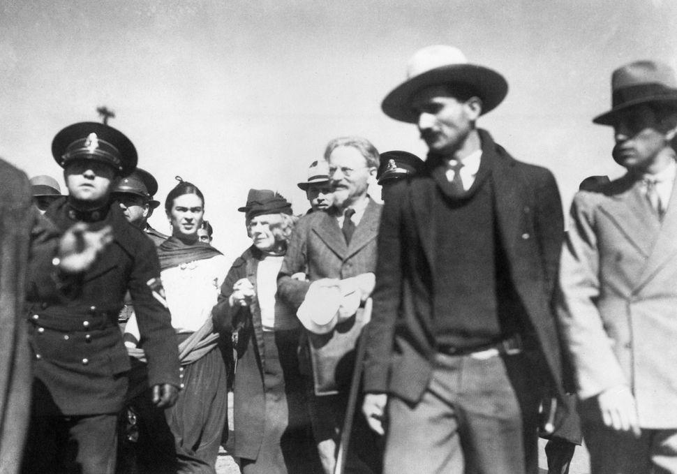 Kahlowith Sedova and Trotsky.