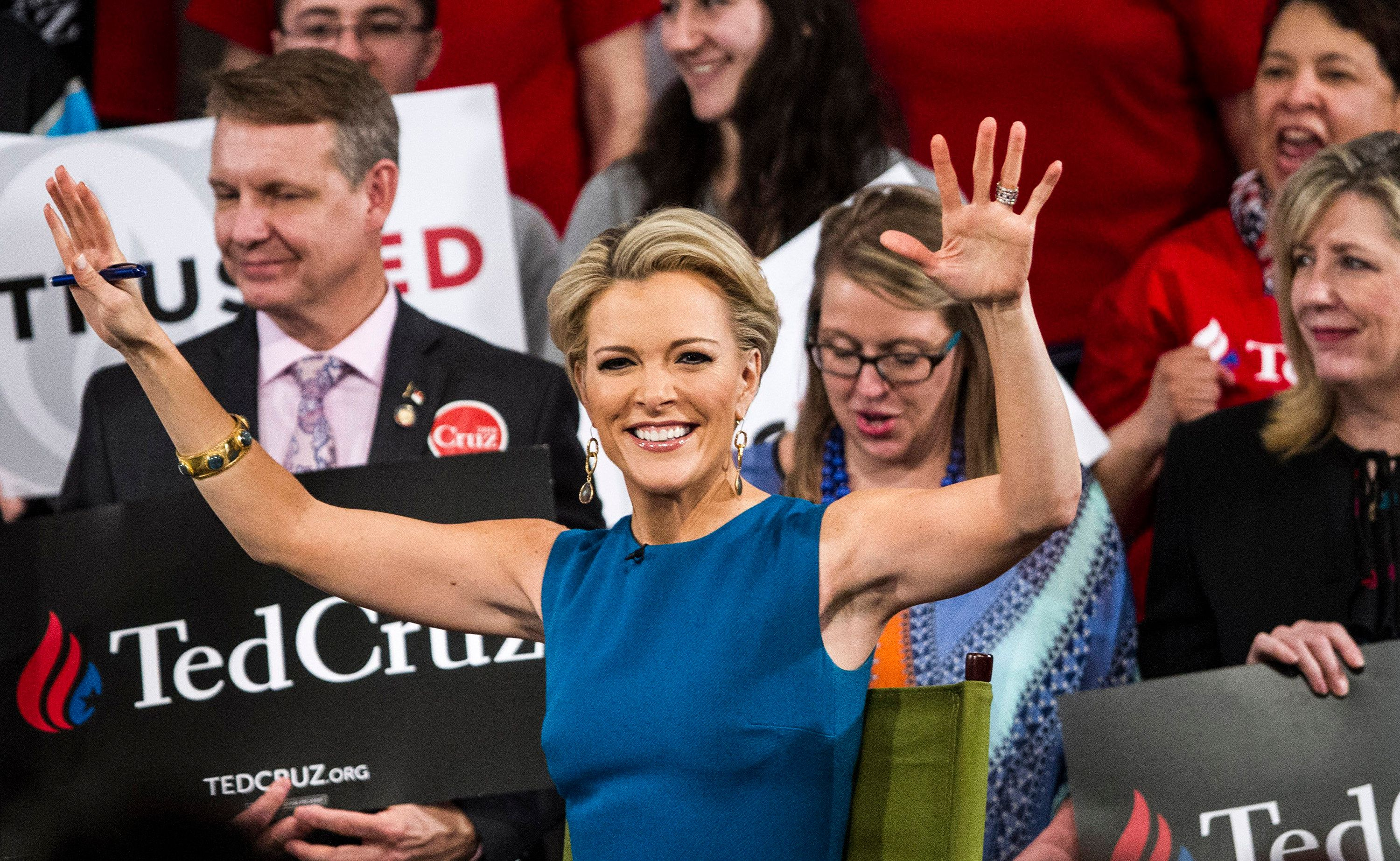 Fox News host Megyn Kelly greets the crowd before interviewing Republican presidential candidate Texas Sen. Ted Cruz on Tuesd