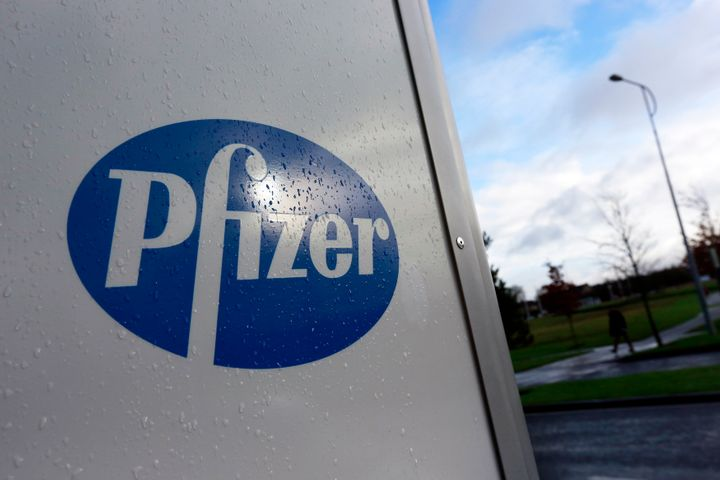A company logo is seen at a Pfizer office in Dublin, Ireland November 24, 2015. (REUTERS/Cathal McNaughton)