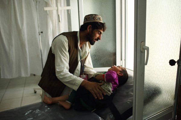 Qudus brings his four-year-old daughter, who fell through the roof of their home and injured her leg,into the MSF hospi