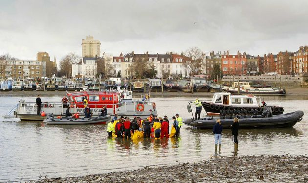 Rescuers battle to save the 15ft northern bottle-nosed whale in the Thames in