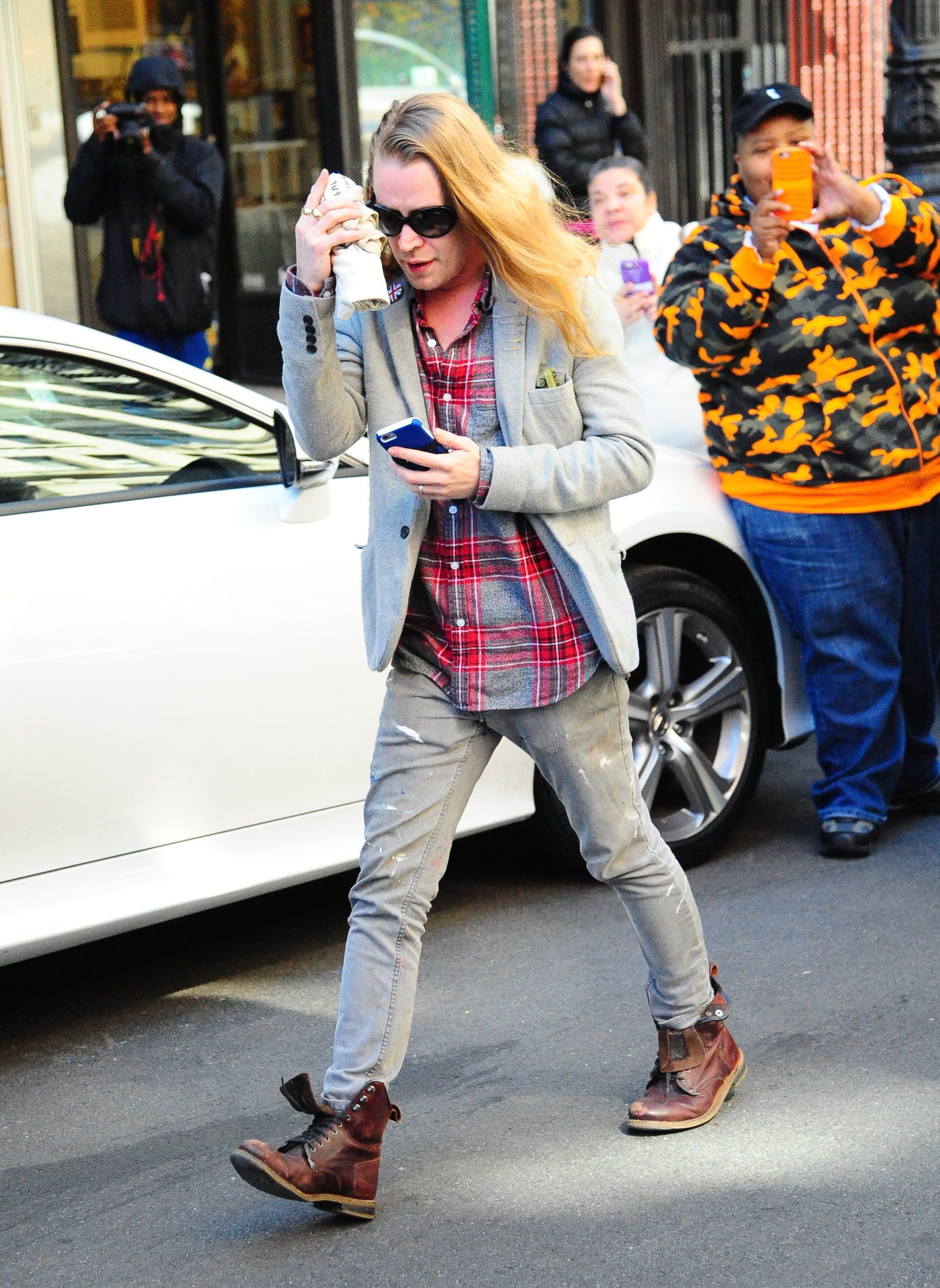 NEW YORK, NEW YORK - MARCH 31:  Actor Macaulay Culkin is seen walking in Soho on March 31, 2016 in New York City.  (Photo by Raymond Hall/GC Images)