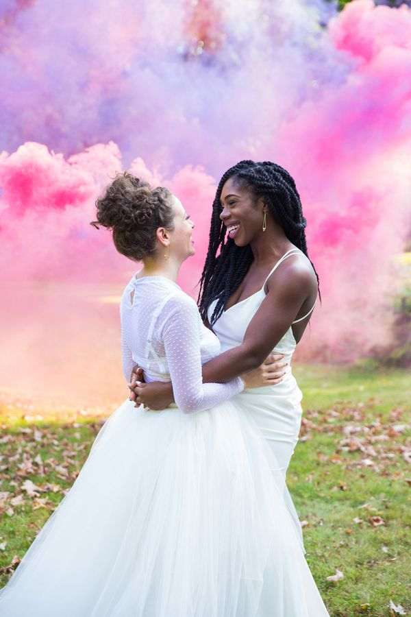 19 Reasons Smoke Bombs Are The Hottest Wedding Photo Trend ...