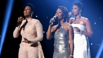 HOLLYWOOD, CA - APRIL 7: Singers Fantasia Barrino, LaToya London and Jennifer Hudson perform onstage at FOX's American Idol Season 15 Finale on April 7, 2016 at the Dolby Theatre in Hollywood, California. (Photo by Ray Mickshaw/FOX via Getty Images)