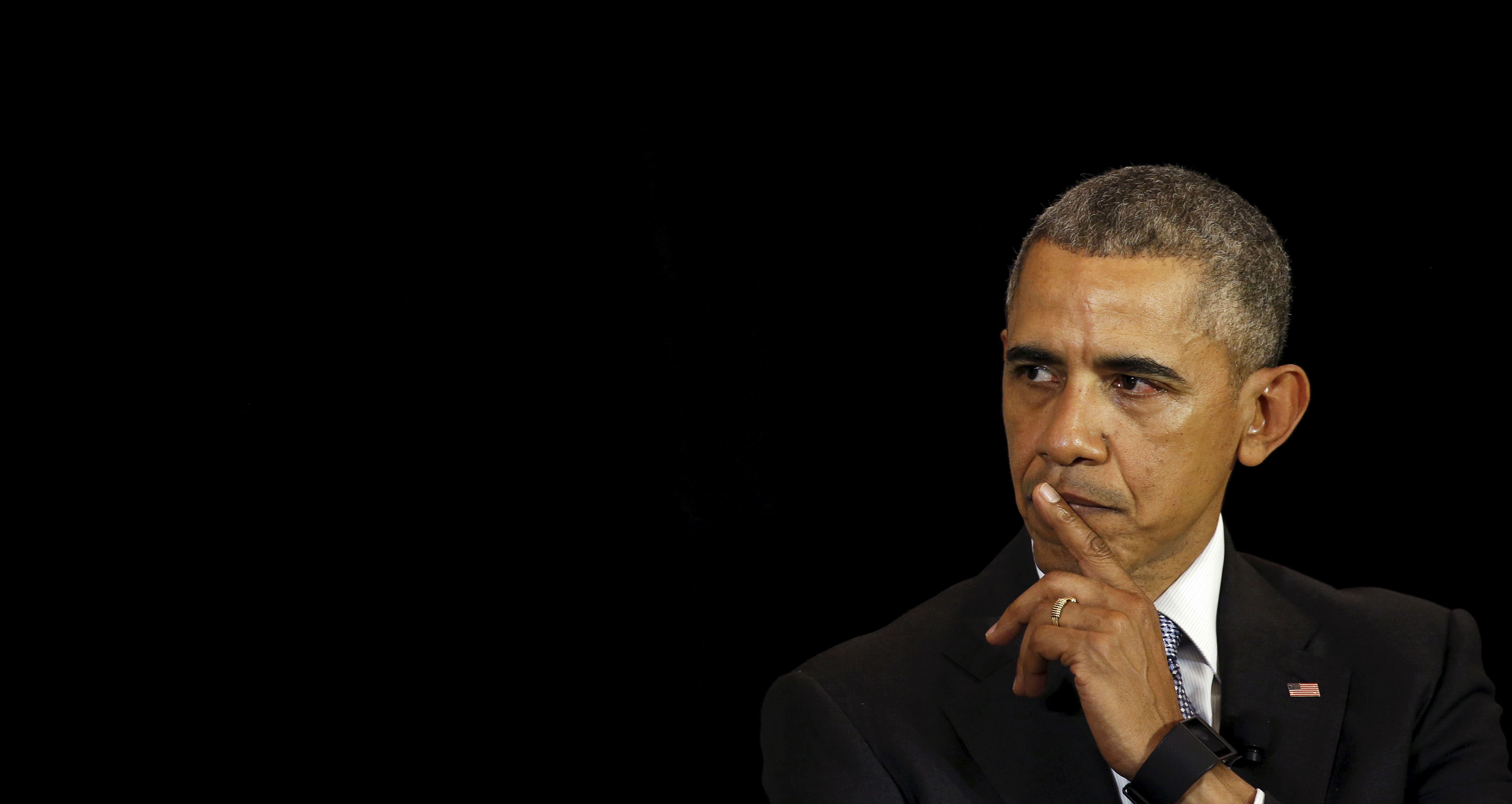 U.S. President Barack Obama pauses while speaking about his Supreme Court nominee to students at the University of Chicago Law School, where Obama taught constitutional law for over a decade, in Chicago April 7, 2016.    REUTERS/Kevin Lamarque