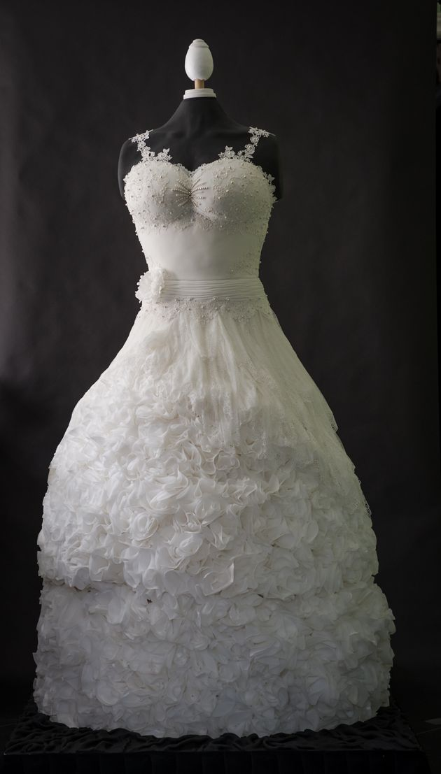 a wedding cake weighed 8 kg this stunning wedding dress is 100 edible 10982