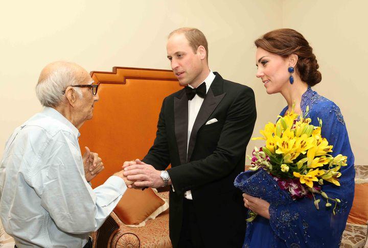 The duke and duchess of Cambridge meetBoman Kohinoor.