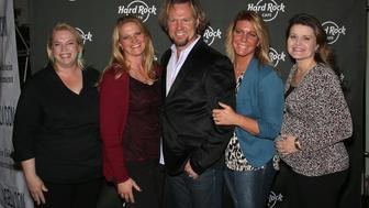 LAS VEGAS, NV - OCTOBER 10:  Television personalities Kody Brown (C) and his wives, (L-R) Janelle Brown, Christine Brown, Meri Brown and Robyn Brown, attend Hard Rock Cafe Las Vegas at Hard Rock Hotel's 25th anniversary celebration on October 10, 2015 in Las Vegas, Nevada.  (Photo by Gabe Ginsberg/Getty Images)