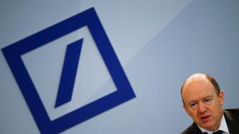 Deutsche Bank Chief Executive John Cryan addresses a news conference in Frankfurt, Germany, January 28, 2016. Deutsche Bank Chief Executive John Cryan urged investors to bear with him as he expects the overhaul of Germany's biggest lender to peak this year, following a record loss in 2015.   REUTERS/Kai Pfaffenbach