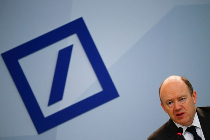 John Cryan, co-CEO of Deutsche Bank, addresses a news conference in Frankfurt, Germany, Jan. 28, 2016.