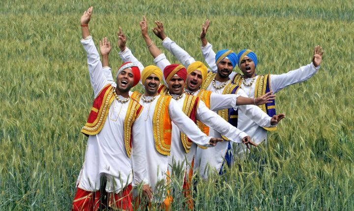Artists perform the 'Bhangra', a punjabi folk dance, near India-Pakistan International border fence on the occasion of the Va