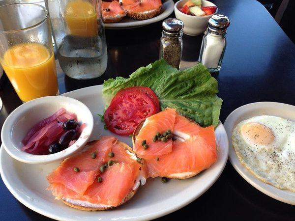 "<a href=""https://foursquare.com/v/kenny--zukes-delicatessen/4a575944f964a52007b61fe3"" target=""_blank"">Breakfast looks beautif"