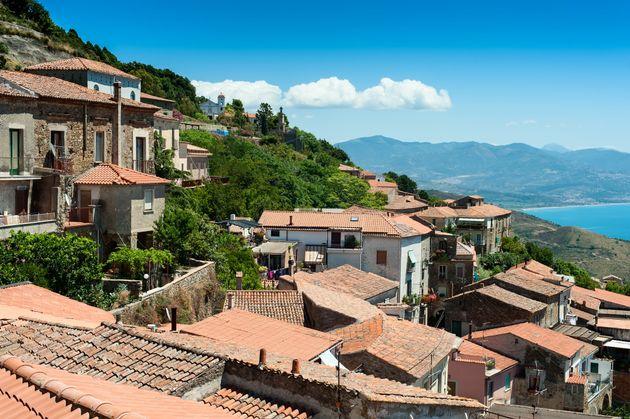 100歳以上の人が300人も暮らすイタリアの町 長寿の秘訣は食事だった?
