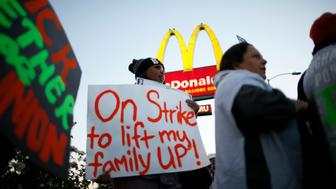 McDonald's worker Keyana McDowell, 20, (L) strikes outside McDonald's in Los Angeles, California, December 5, 2013. Organizers say fast food workers will strike in 100 U.S. cities, and there will be protests in 100 more, to fight for $15 an hour wages and the right to form a union.  REUTERS/Lucy Nicholson (UNITED STATES - Tags: BUSINESS CIVIL UNREST FOOD)