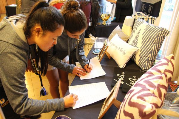 Students sign up for Remodo's boxed room giveaway.