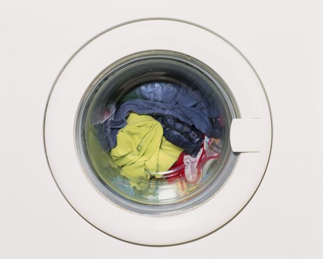 how to clean your washing machine so it doesn 39 t smell like mouldy socks. Black Bedroom Furniture Sets. Home Design Ideas
