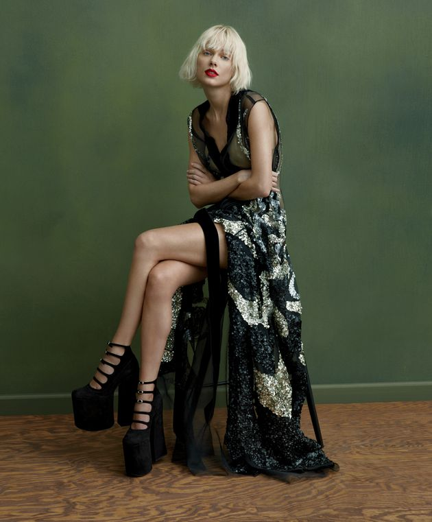 Taylor Swift Goes Bleach Blonde For New Vogue
