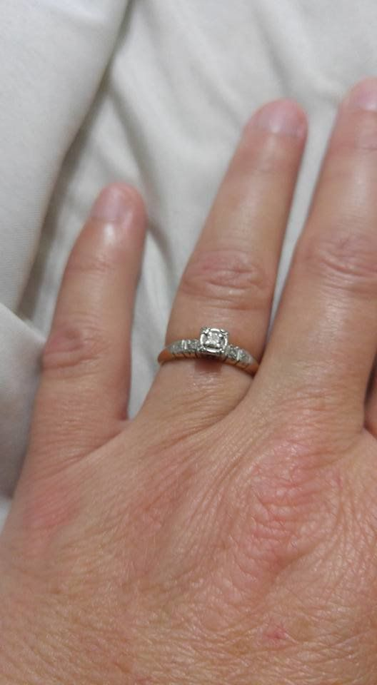 17 Women Who Dont Care What You Think About Their Tiny Engagement