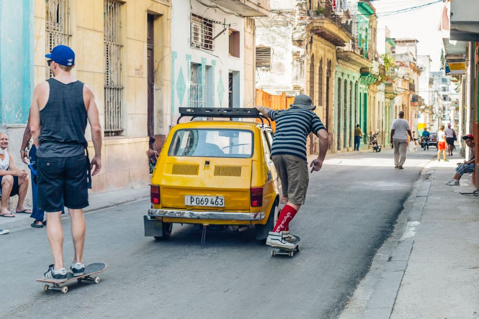 "<a href=""https://www.instagram.com/scottanddestroy/"">Scott McDonald</a>, skitch'n a ride in Centro Habana. (All Photos"