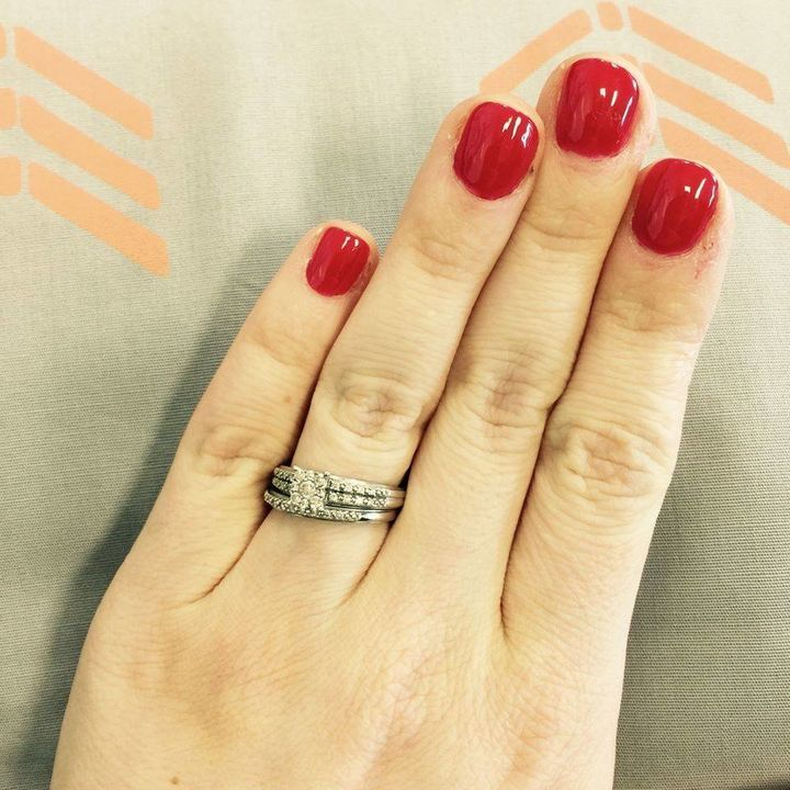 17 Women Who Don T Care What You Think About Their Tiny Engagement Rings