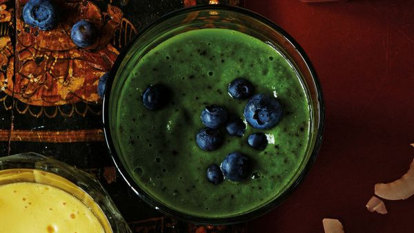 "<strong>Standout Superfoods:</strong> Avocado, spinach, blueberries <br><strong><br>Health benefits:</strong> <a href=""http:/"