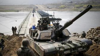 A U.S. army M1A2 tank crosses a pontoon bridge during a U.S.-South Korea joint river-crossing exercise near the demilitarized zone separating the two Koreas in Yeoncheon, South Korea, April 8, 2016. REUTERS/Kim Hong-Ji