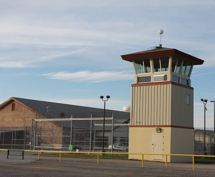 The state's prison population increased from 21,007 in 1992 to 39,709 in 2011. During that same time period, there was a $315