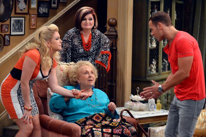"""Doris Roberts on""""Melissa & Joey."""""""