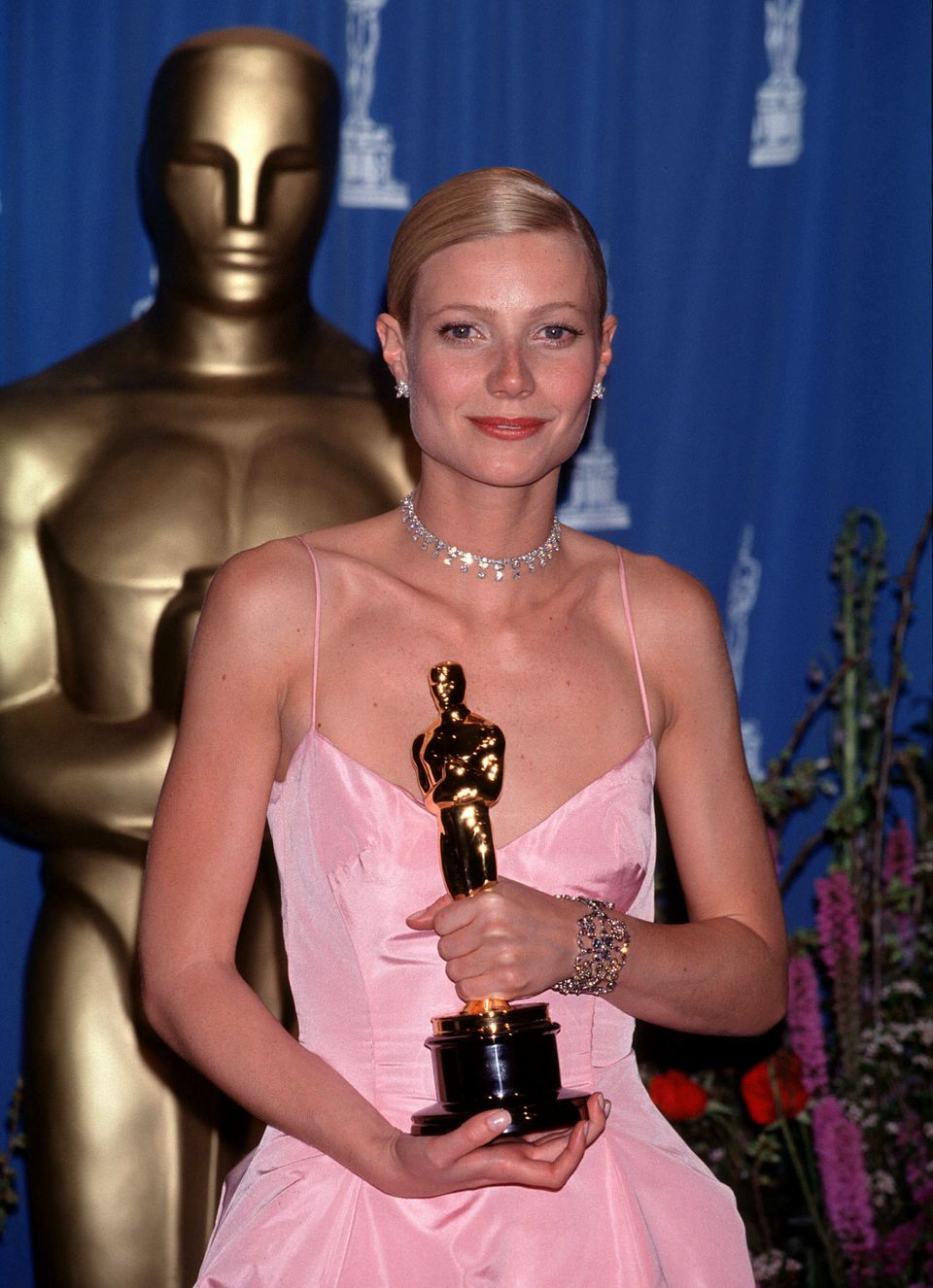 Gwyneth holding her statue after winning Best Actress for Shakespeare In Love at the 71st Academy