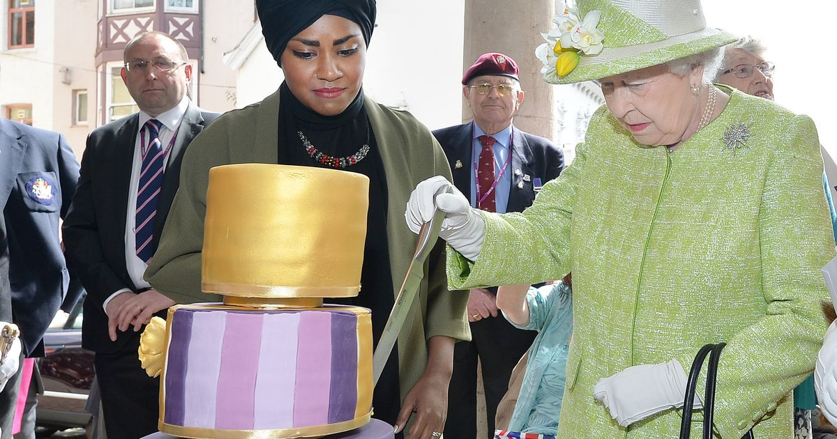 The Queens 90th Birthday Nadiya Hussain Of Great British Bake Off Presents HRH With Her Cake