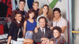 SAVED BY THE BELL -- Pictured: (l-r) Lark Voorhies as Lisa Turtle, Ed Alonzo as Max, Tiffani Thiessen as Kelly Kapowski, Mark-Paul Gosselaar as Zack Morris, Dennis Haskins as Mr. Richard Belding, Elizabeth Berkley as Jessie Myrtle Spano, Dustin Diamond as Screech Powers, Mario Lopez as A.C. Slater  (Photo by NBC/NBCU Photo Bank via Getty Images)