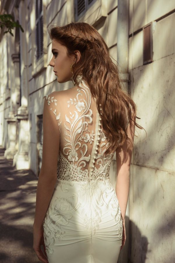 28 Wedding Dresses That Are Even More Beautiful From The Back | HuffPost