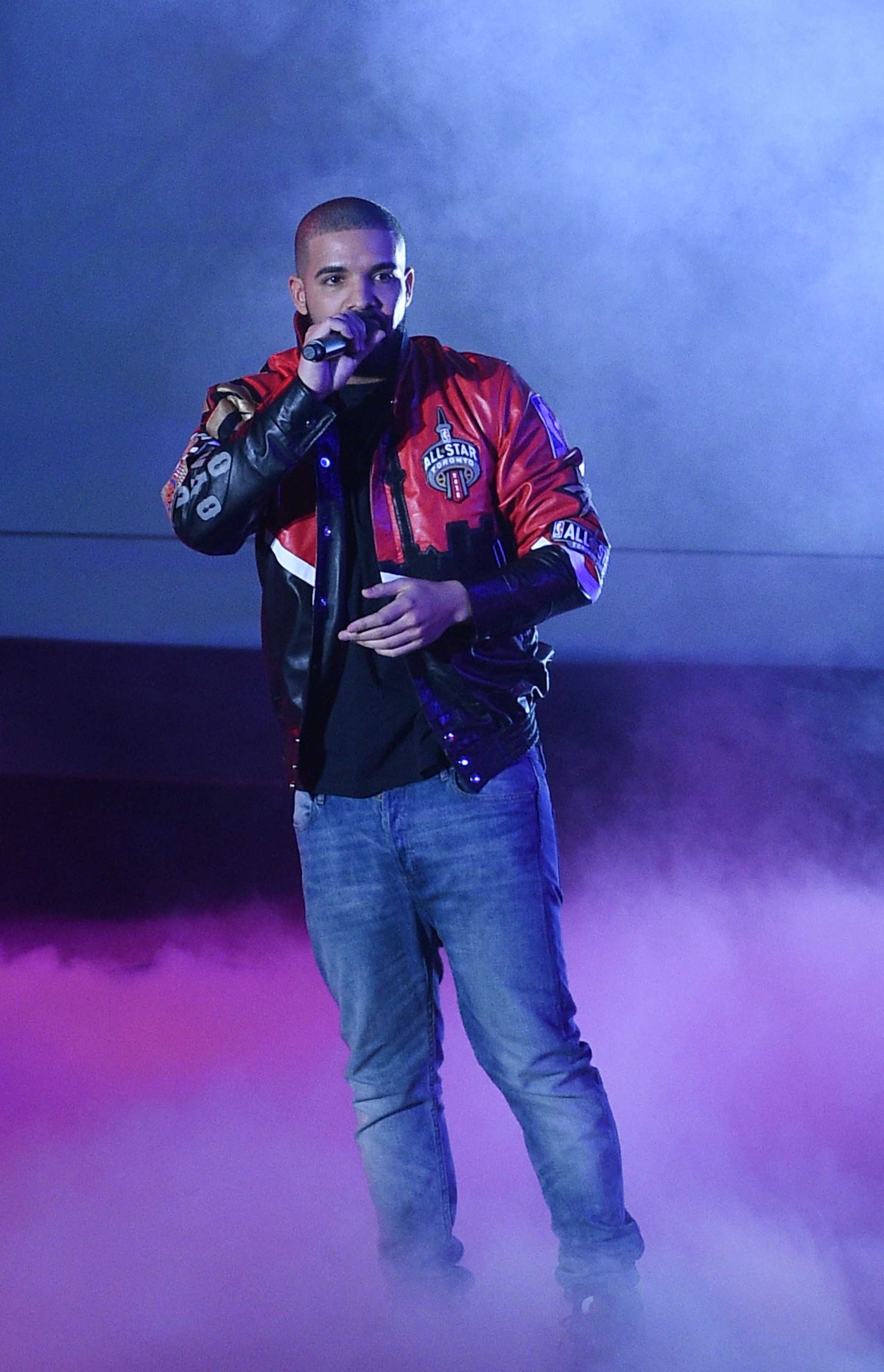 TORONTO, ON - FEBRUARY 14:  Musician Drake attends The 2016 NBA All-Star Game at Air Canada Centre on February 14, 2016 in Toronto, Canada.  (Photo by George Pimentel/Getty Images)