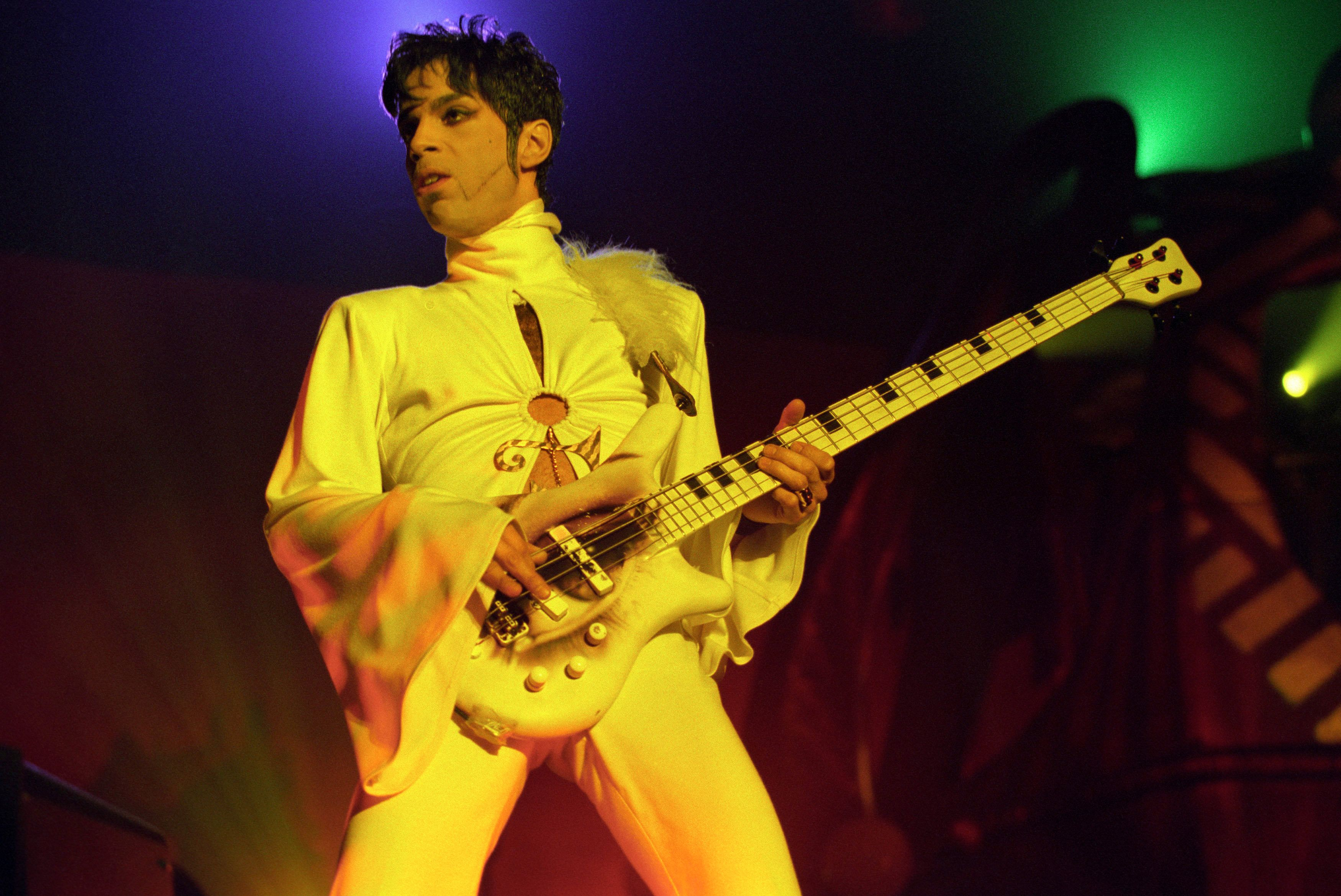 BREDA, HOLLAND - MARCH 24: Prince performs live on stage at the Brabathallen in Breda, Holland on March 24 1995. The Ultimate Live Experience Tour (Photo by Paul Bergen / Redferns)