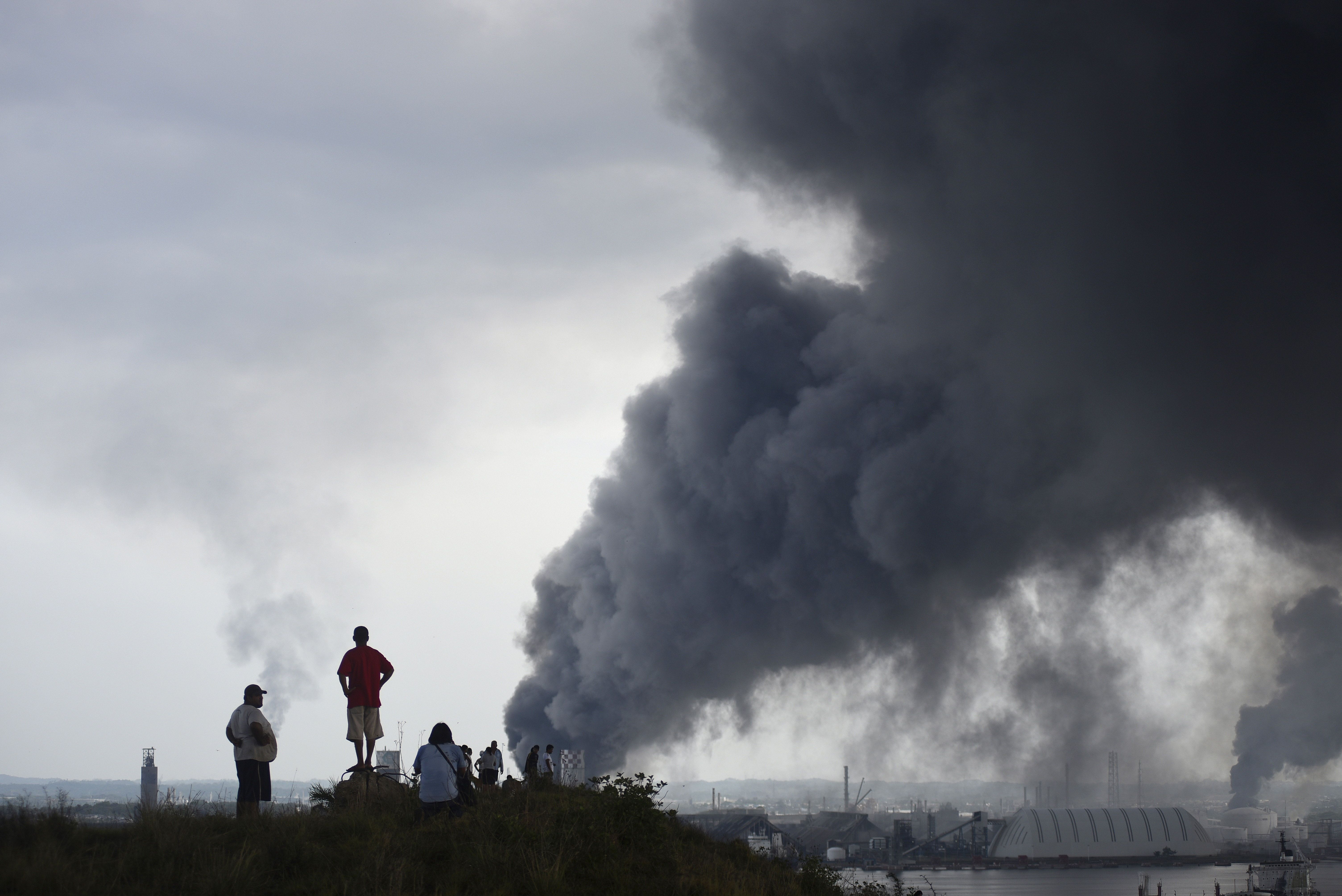 Smoke rosefrom the explosion site at Pemex's Pajaritos petrochemical complex in Coatzacoalcos, Veracruz state, Mexico.