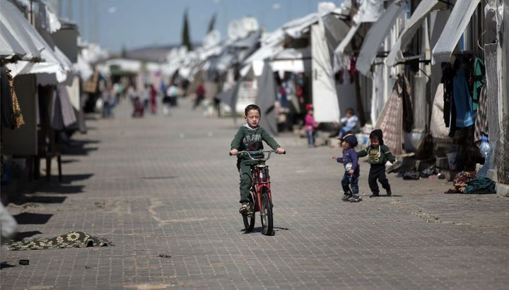 At least 400,000 Syrian children do not attend school in Turkey. Almost all the children at the informal encampment in Torbal