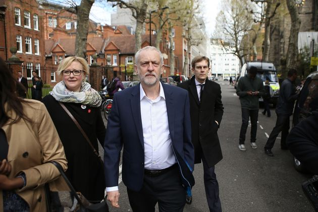 Jeremy Corbyn arrives for a private meeting with Barack Obamaat Lindley Hall in