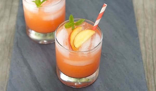 "<strong>Get the <a href=""http://www.fearlesshomemaker.com/2012/06/peach-lemonade/"" target=""_hplink"">Fresh Peach Lemonade reci"
