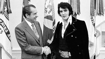 380450 01: President Richard Nixon meets with Elvis Presley December 21, 1970 at the White House. (Photo by National Archive/Newsmakers)