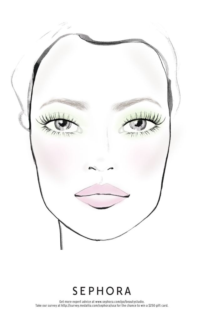 Mintgreen eyeshadow paired with a muted pink lip gloss is springtime