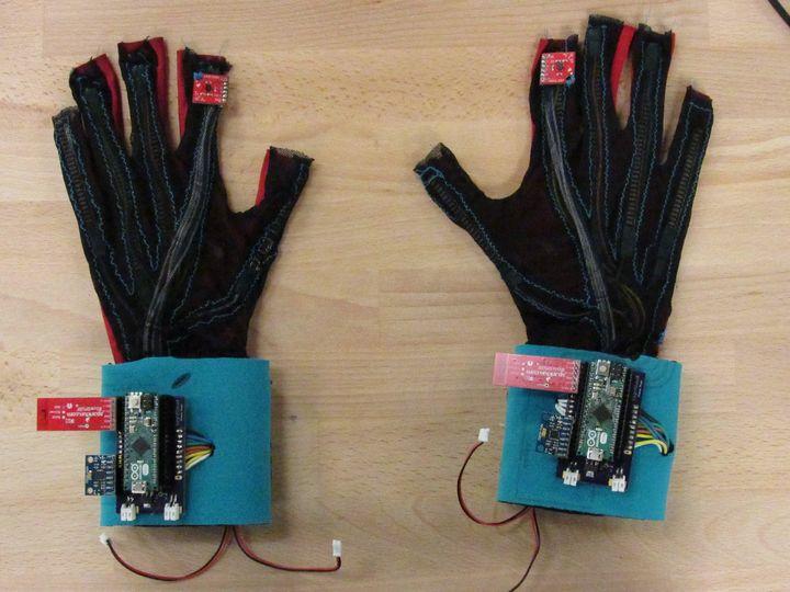 """SignAloud"" gloves."