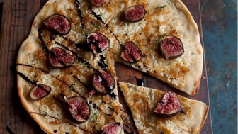 Fig and blue cheese pizza