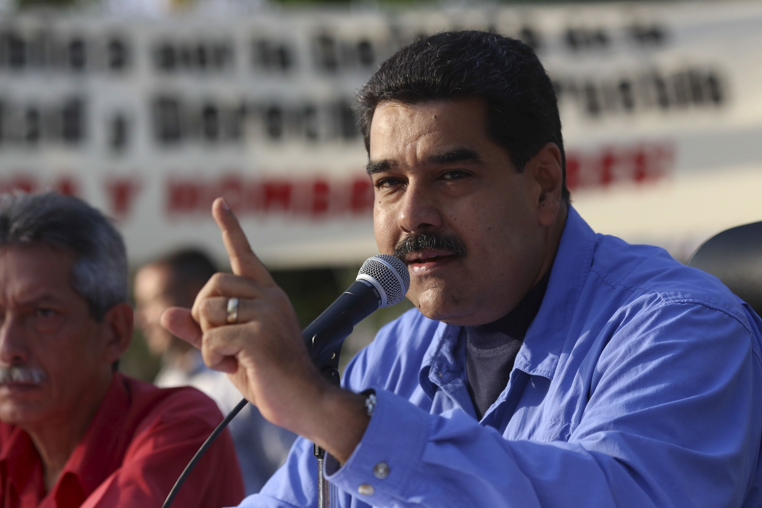 Venezuela has ordered state employees to work a two-day week as part of the government's scheme to save energy.