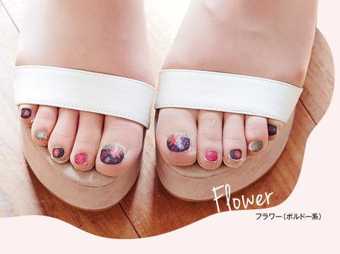 Flower nail art will never go out of style!