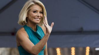 Television personality Kelly Ripa waves before unveiling her star on the Hollywood Walk of Fame in Los Angeles, California October 12, 2015.  REUTERS/Mario Anzuoni